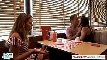 Imagen Zwei Schlampen tauschen ihre Partner in einem Burger
