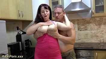 Imagen Deutsche Extrem pornos mit einem großen vollbusigen Baby in der Küche